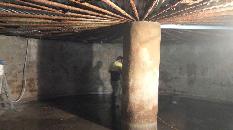 H2O Tanks & Liners repairing a concrete rainwater tank